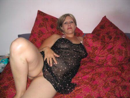 Femme célibataire qui a une grosse envie