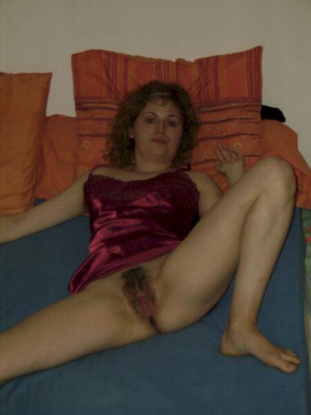 Femme coquine dominante pour amant qui aime la soumission