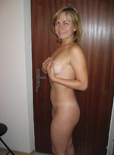 jeune femme coquine soumise pour mec séduisant souvent libre